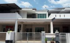 Large  amp; Spacious 2 Storey Terrace at T...