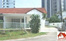 Single storey Semi D with large compo...